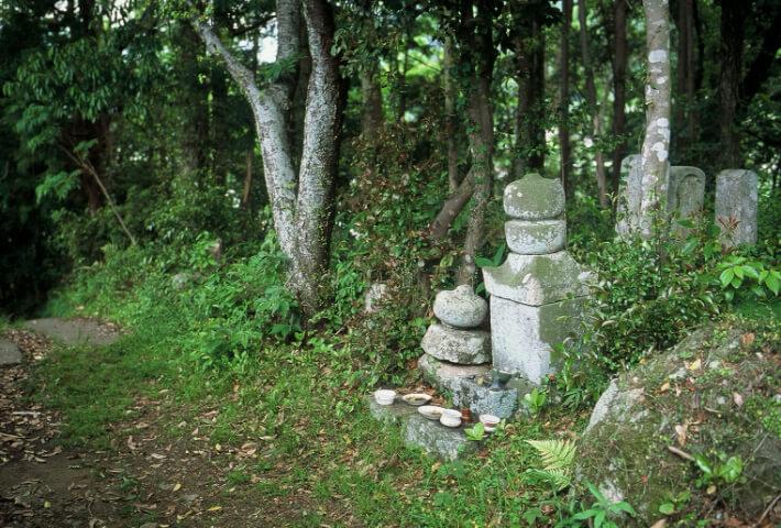 賀田羽根の五輪塔