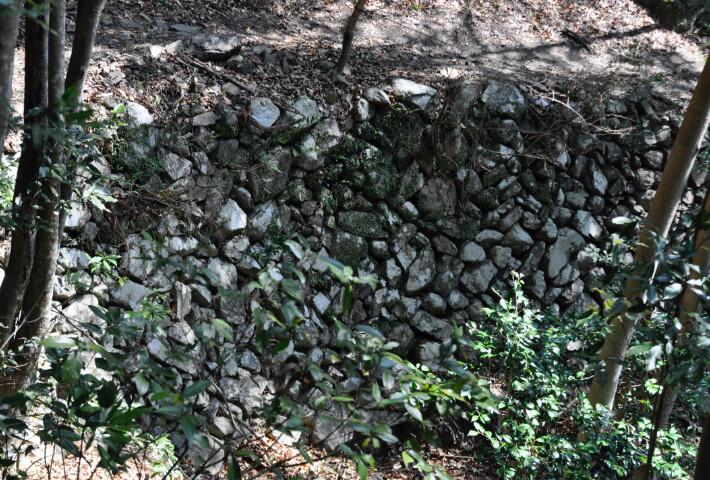 野面乱層積みの石垣