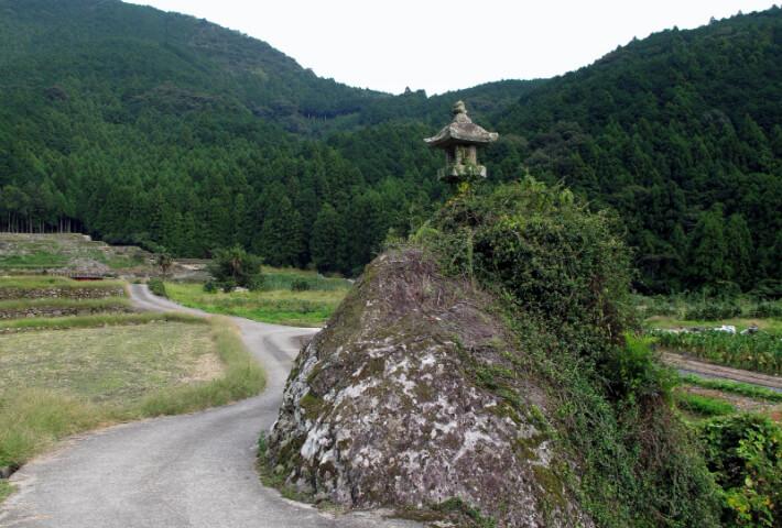 亀島の石灯篭